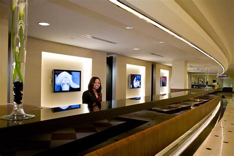 Basic Tips On Great Hotel Front Desk Customer Service Office Front Desk