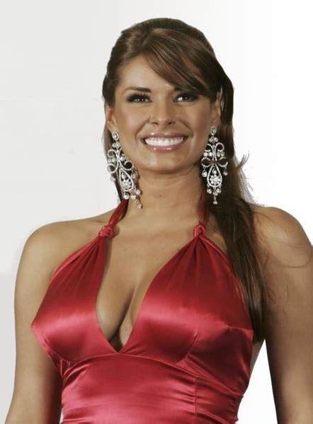 el elegante vestido rojo de galilea montijo que la hizo robar miradas en premio lo nuestro galilea montijo donar 225 las ganancias de la exclusiva de su boda a un asilo la columnaria
