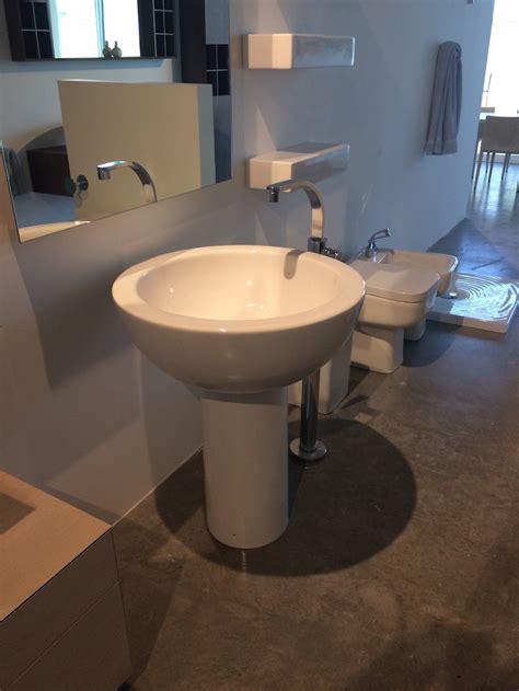 Bathroom Fixtures Showroom Poltrona Frau Showroom Is An Interior Design Delight