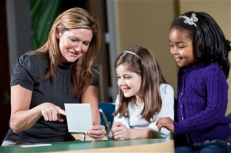 teacher flashes students reading sight words free flash cards and word lists