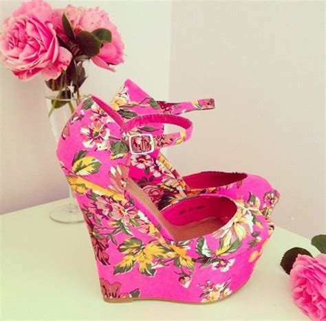 pretty flower shoes shoes heels pink flowers pretty flowers lovely shoes