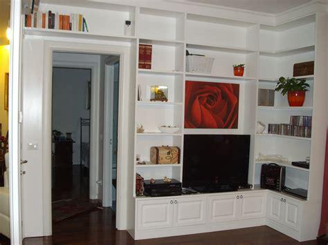 libreria angolare legno libreria in legno laccata ad angolo con televisore e