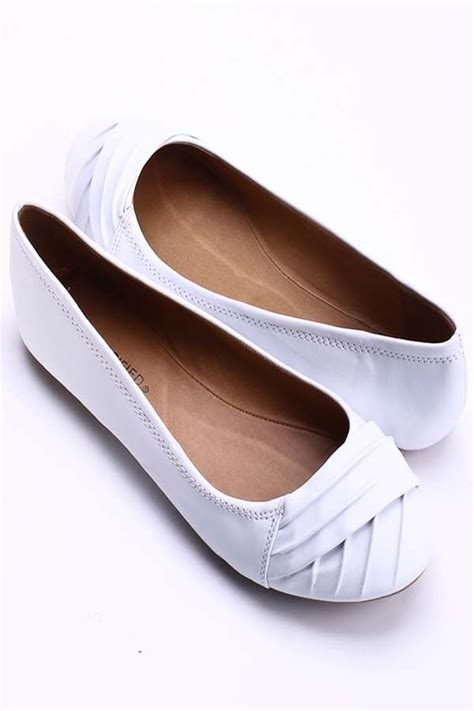 white flat womens shoes 17 best images about shoes on slip on