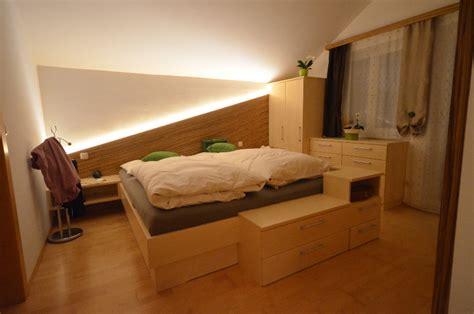 Schlafzimmer Beleuchtung by Moderne Schlafzimmer Mit Parkett Und Indirekte Beleuchtung