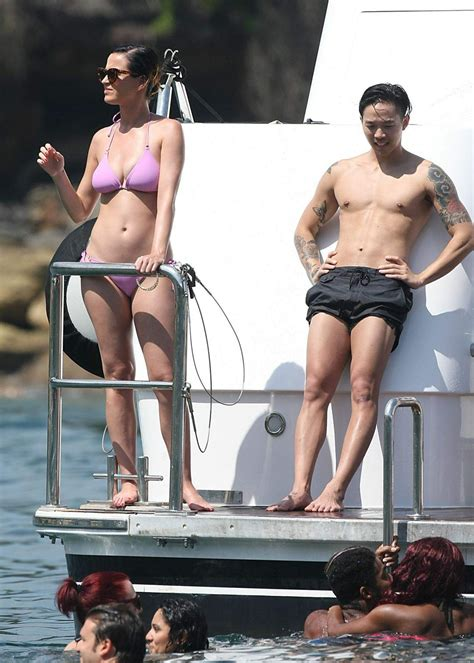 candid all italiana katy perry candids sydney harbour november 2014