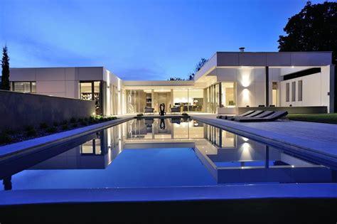 Charmant Architecture D Interieur Moderne #7: vue-piscine-Villa-Wa-par-Laurent-GUILLAUD-LOZANNE-Saint-Cyr-au-Mont-dOr-France.jpg
