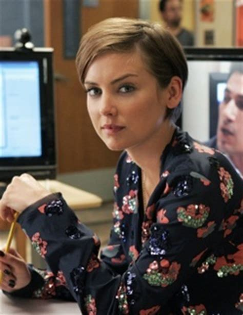 kelly taylor pixie 90210 s erin silver played by jessica stroup hair
