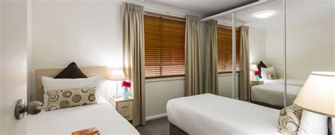 2 bedroom apartments sydney darling harbour oaks goldsbrough apartments accommodation