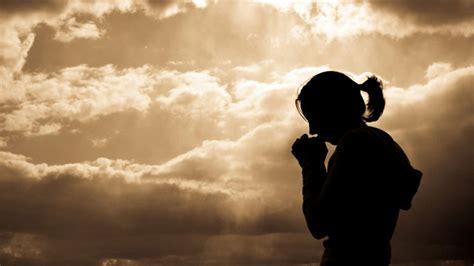 imagenes mujeres orando a dios mujer orando a dios imagui
