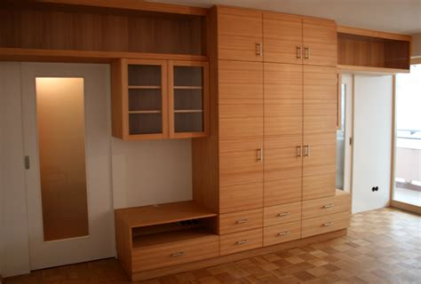 Wohnzimmerschrank Mit Kleiderschrank by Projekte Schreinerei Doktor