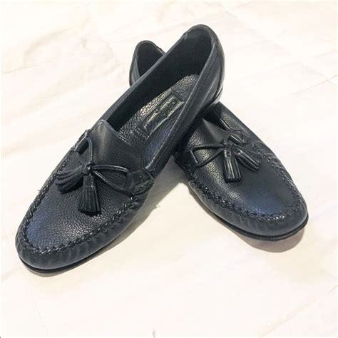 cole haan navy loafers 60 cole haan shoes euc cole haan navy blue loafers