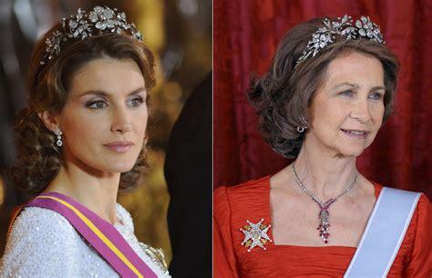reinas de espaa 849060441x la reina sof 237 a cede a do 241 a letizia las joyas de las reinas