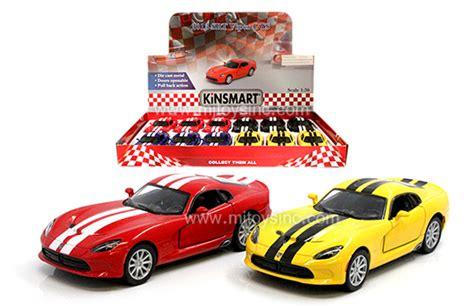 kinsmart display 1 36 2013 srt viper gts with stripes 4 7