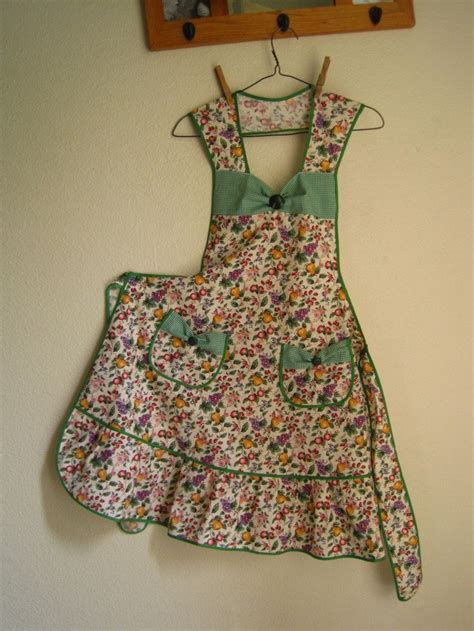 apron sewing projects 839 best diy aprons images on pinterest aprons pinafore
