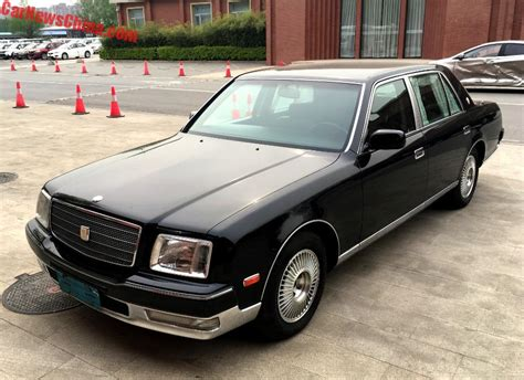 toyota century spotted in china g50 toyota century v12 in black