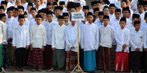 Peci Khas Nasional pelajar sai pns purwakarta wajib pakai sarung dan peci
