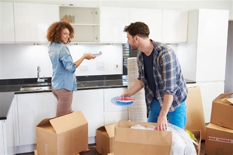 8 Tips On Moving In Together by 10 Tips For Moving In Together With Your Partner