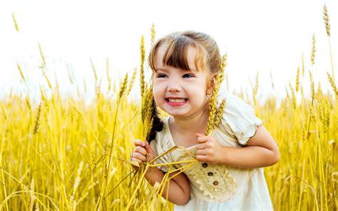wallpaper girl happy cute little girl happy wallpapers 1680x1050 445369