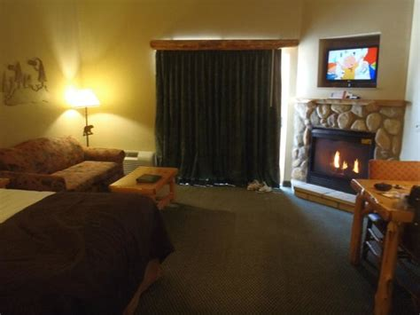 great wolf lodge pictures of rooms room with fireplace picture of great wolf lodge niagara