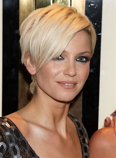 how to style pixie cut with long bangs sarah harding short blonde pixie cut with long bangs