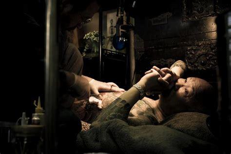yakuza tattoo explained photographer captures intimate portraits of yakuza life