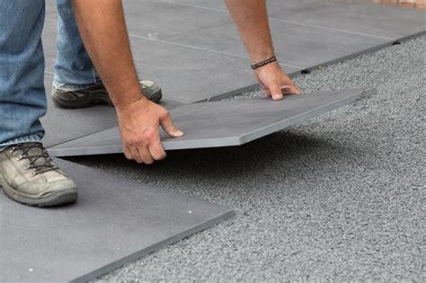 wie verlege ich terrassenplatten terrassenplatten verlegen tipps tricks zum richtig verlegen