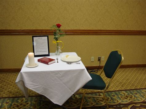 pow remembrance table uss gambier bay vc 10