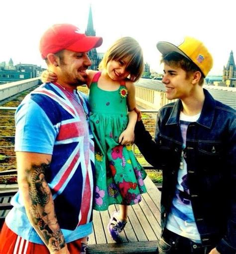 justin bieber biography his family rare picture of justin bieber and family