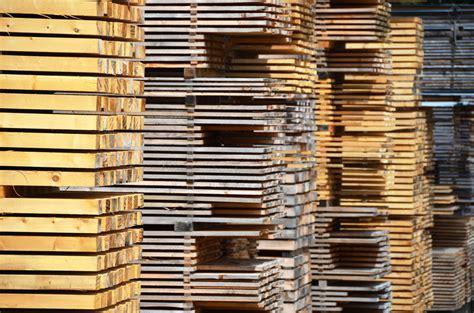 Was Ist Besser Lackieren Oder Lasieren by Holzdielen F 252 R Den Balkon 187 Welche H 246 Lzer Geeignet Sind