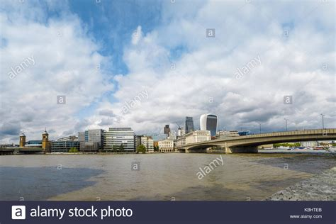 thames river view cannon street bridge stock photos cannon street bridge