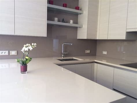 lade murano moderne heel stijlvol deze lichte keuken met een grijze keuken