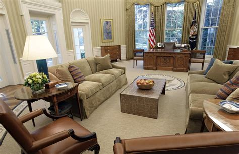 oval office decor through the years los obama redecoran el despacho oval de la casa blanca