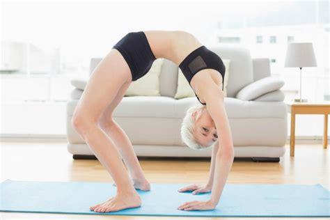 imagenes mujeres yoga las 6 posiciones de yoga m 225 s dif 237 ciles imujer