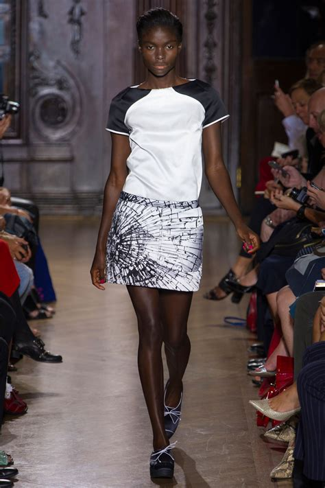 Giles Deacon 3 by 301 Moved Permanently