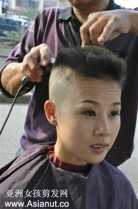 women head shave barber chair 1000 images about in the chair on pinterest shaved nape