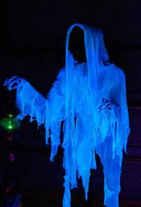 Ghost Decorations For Halloween 40 Funny Amp Scary Halloween Ghost Decorations Ideas