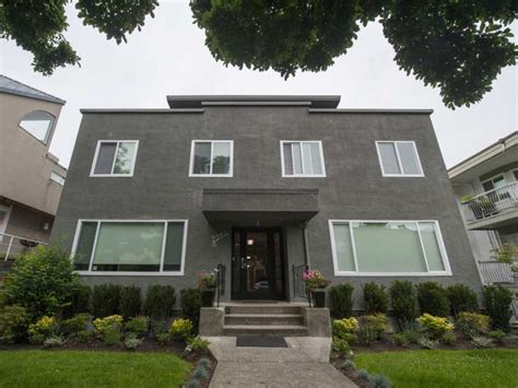 airbnb vancouver bc vancouver investigates kitsilano apartment block with 17