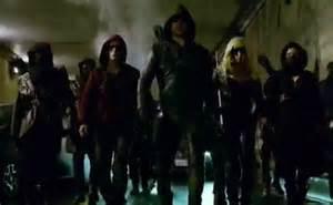 Stephen amell says another dc comics superhero suit in arrow season 3