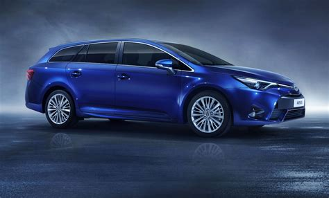 toyota avensis toyota avensis 2015 facelift last throw of the dice by