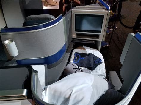 united airlines comfort class how united squeezes more seats into its all aisle access