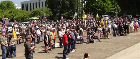 Oregon Gun Background Check Laws Hundreds Of Oregon Gun Rights Advocates Rally Against New Laws Will Not Comply