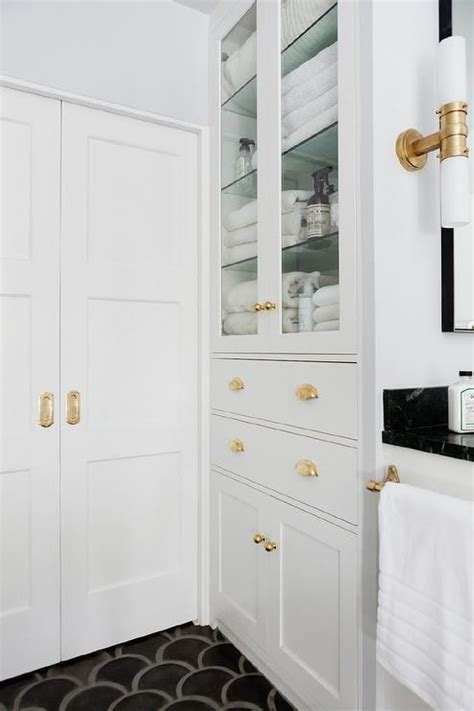 White Linen Closet For Bathroom by Best 25 Bathroom Linen Cabinet Ideas On