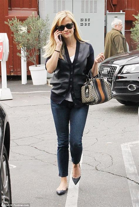 Style Reese Witherspoon Fabsugar Want Need by Reese Witherspoon Steps Out For Present Hunt In