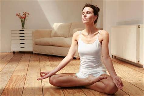 imagenes haciendo yoga relax en madrid yoga