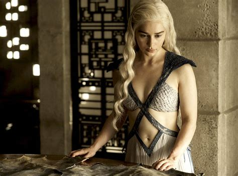 emilia clarke game of thrones emilia clarke wants to freethep on game of thrones e news