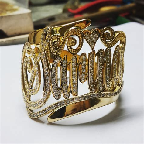 Cincin Nama Ukir Pasir Ukir Nama gelang silang nama perak emas d miera designs