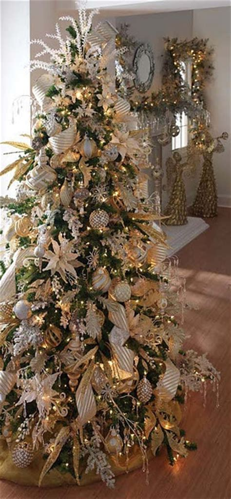 34 of the most insanely gorgeous decorated christmas trees