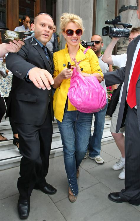 Style Britneys Bag by Leather Shoulder Bag Looks