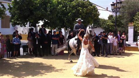 mina follada por un caballo casi le mete toda no te mujer cogida por caballo pony mujer cojiendo con burro