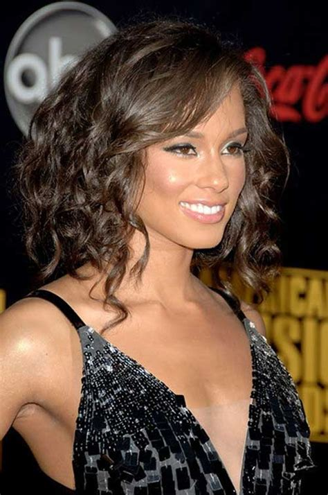 Shoulder Length Hairstyles Curly by 20 Haircuts For Medium Curly Hair Hairstyles